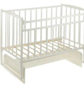 Кроватка с маятником белая