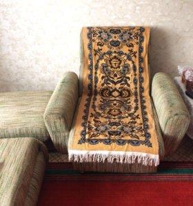Кресло и пуфик
