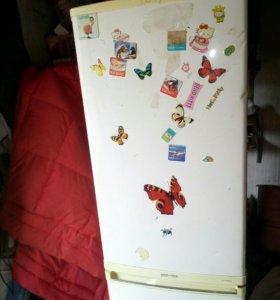 Подам холодильник Самсунг б/у в рабочем состоянии