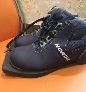 Продам лыжные ботинки р32