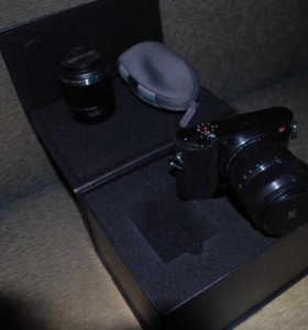 2 объектива Беззеркальная цифровая фотовидеокамера