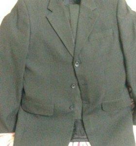 Мужской костюм черный в полоску 176-92-80