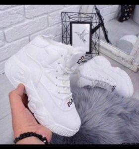 Новые, зимние кроссовки