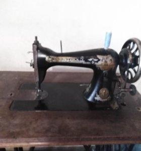 Швейная машина Зингер 1907 года в рабочем состояни