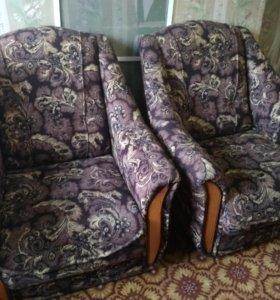 2 кресла. Торг имеется.