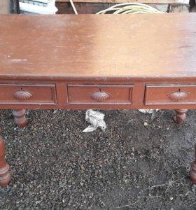 Стол из дерева старинный
