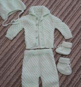 Вязанный костюм для новорожденных. Новый.