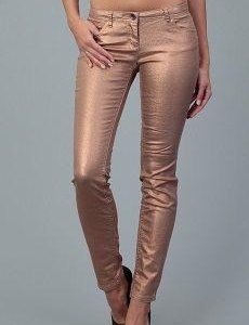 Эффектные золотые джинсы