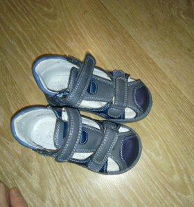 Детские сандалии на мальчика