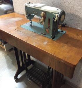 Машинка швейная, ножная
