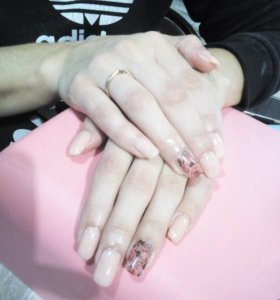 Наращивание и коррекция ногтей.