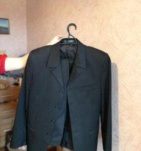 Мужской костюм и рубашка