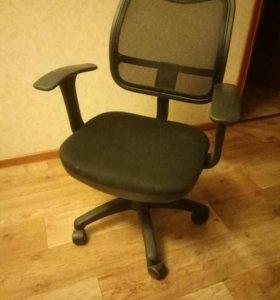 Кресло /стул ,,,бюрократ,,офисное /компьютерное