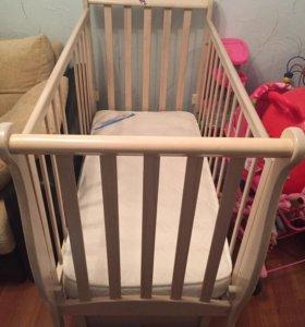 Детская кровать с матрасом.