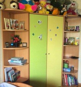 Мебель в детскую комнату, шкаф, стол, комод.