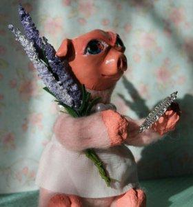 Свинка с лавандой.