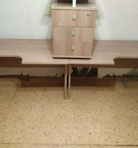 Срочно продам столы и тумбочку