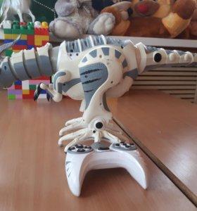 Робот динозавр