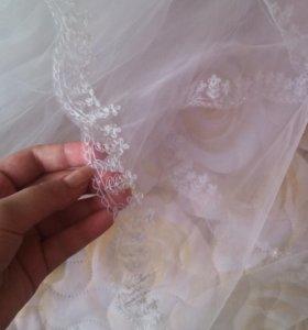 Свадебное платье, шубка и фата