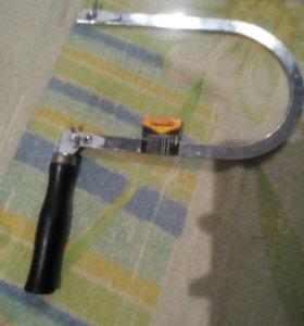 Лобзик с деревянной ручкой