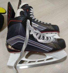 Коньки хоккейные+щитки