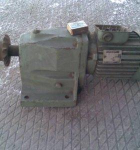 Электро двигатель с редуктором