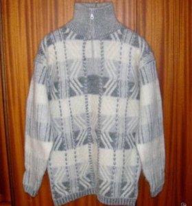 Тёплый шерстяной свитер новый