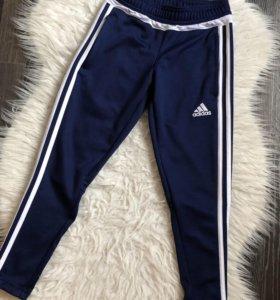 Спортивные штаны фирмы адидас