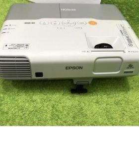 Проектор Epson EB-915W пробег 450 часов