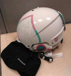 Продам шлем + подарю шапочку под шлем