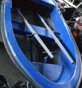Моторная лодка стекло-пластик