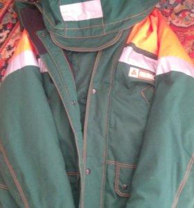 Куртка,штаны теплая,на рыбалку само то.