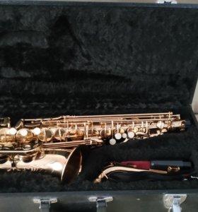 Саксофон с полным набором.
