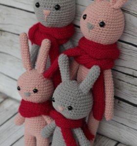 Вязаные Зайцы в рождественских шарфах