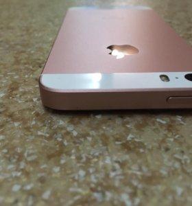 iPhone SE 128 GB + чехлы полный комплект док-ов