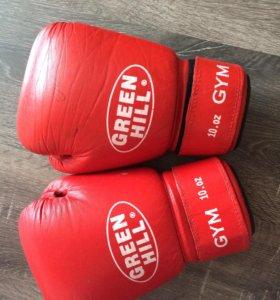 Продаю боксёрские перчатки Green Hill
