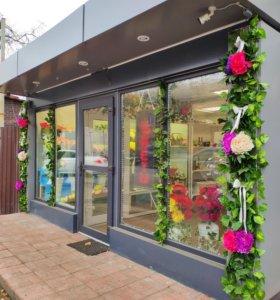 Магазин цветов и фейерверков.