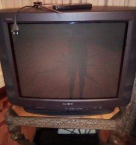 Телевизор с пультом управления и антенной
