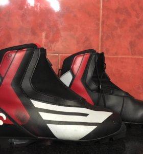 Продам лыжные ботинки 42 размер+ крепления Salomon