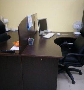 Компьютерный стол и 2 кожаных кресла