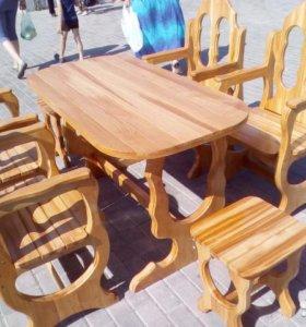 стол и кресла с подлокотниками