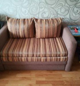 Продам диван, выдвигается вперёд на колёсиках.торг