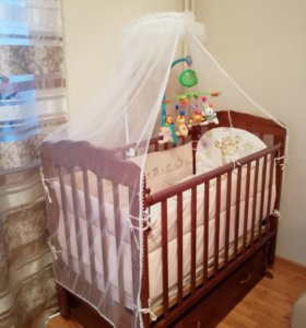 Продам укомплектованную полностью кроватку б/у