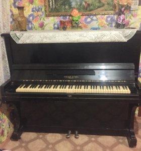Пианино, Спальная мебель, Барные стулья.