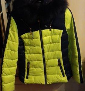 Куртка зимняя( шапка и варежки в подарок)
