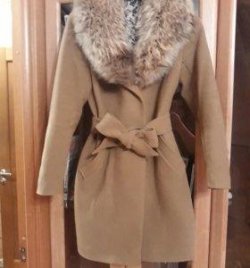 Зимнее пальто с натуральным мехом на подкладе 48 р