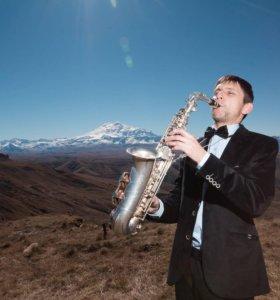 Профессиональный саксофонист, саксофон