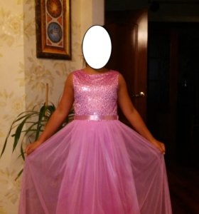 Платье розовое атласное