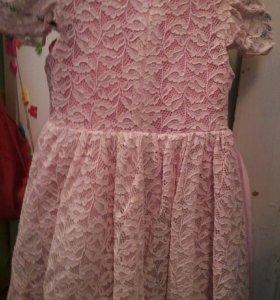 Розовое платье на девочку