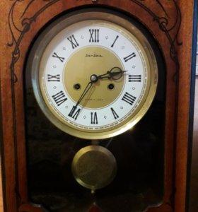 Часы маятниковые янтарь